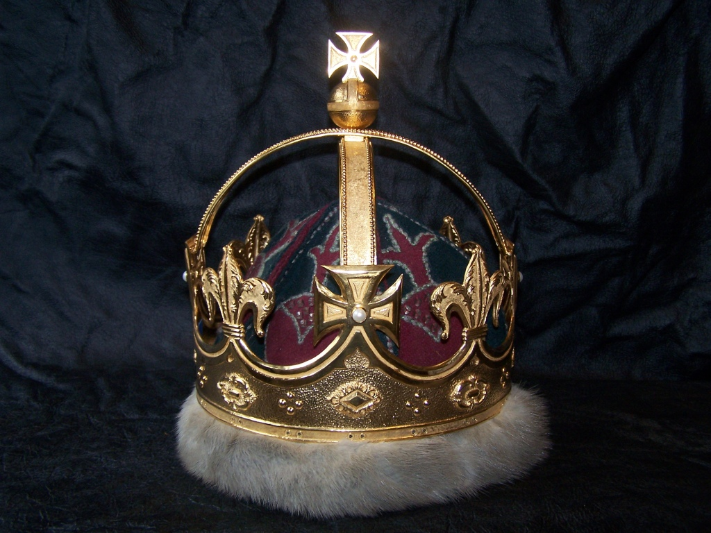 This image has an empty alt attribute; its file name is gilded-crown.jpg